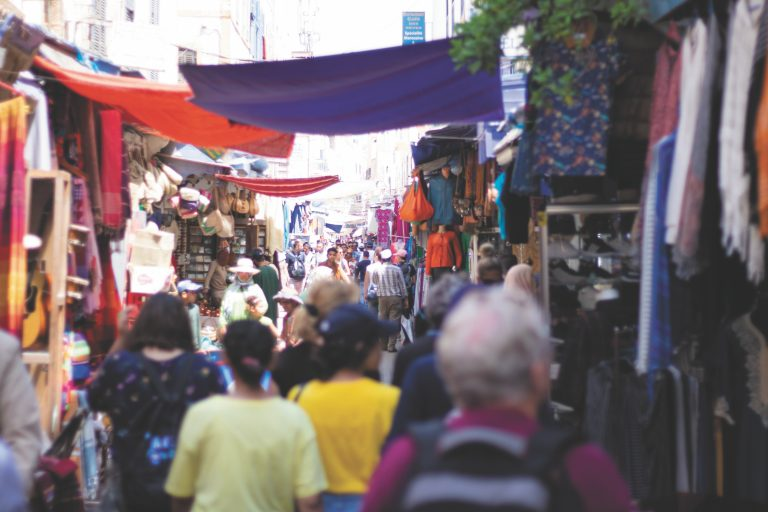 Ilustrasi Pasar. Foto Photo by Thiébaud Faix on Unsplash